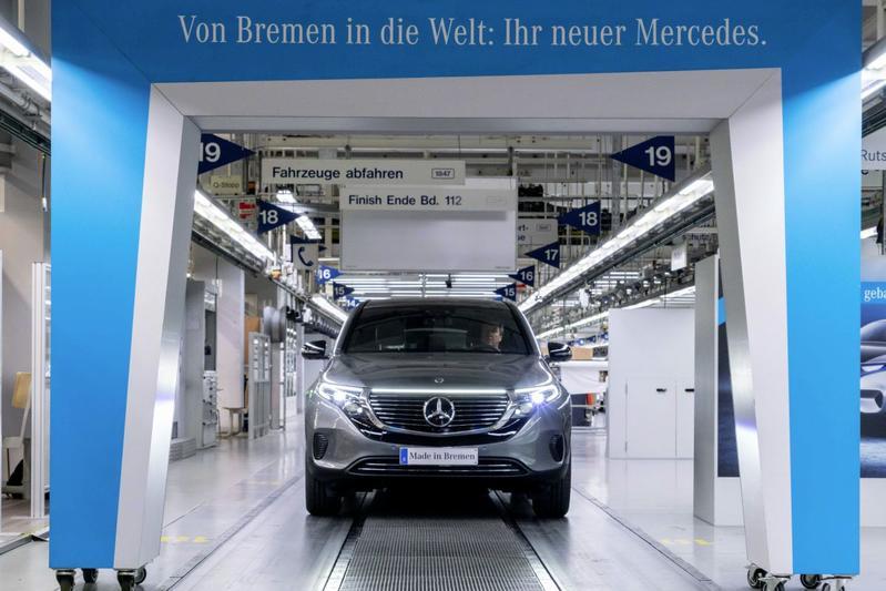 Moeder Mercedes-Benz somberder over verkopen door chipschaarste