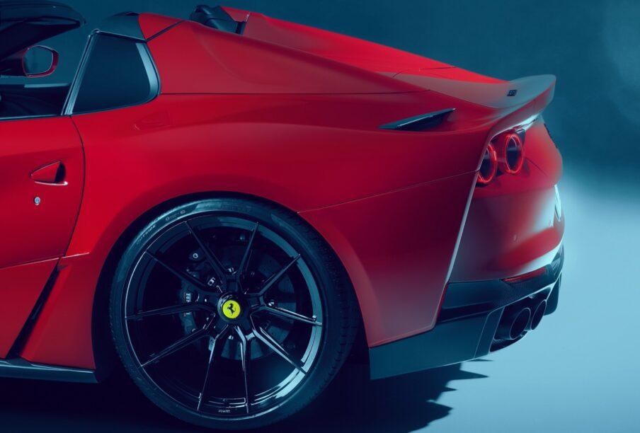 brede Ferrari met V12
