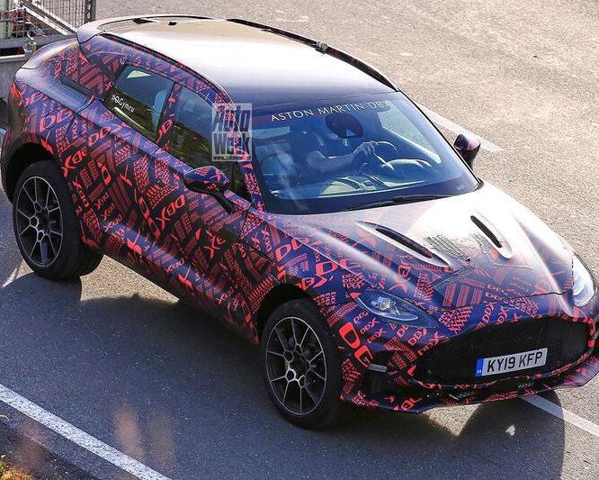 Extra potente Aston Martin DBX S gesnapt